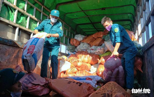 350 tấn hàng hóa nghĩa tình người dân xứ Nghệ gửi vào TP.HCM - Ảnh 5.