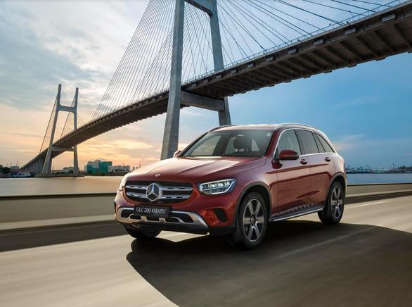 Mercedes-Benz tặng gói bảo dưỡng 2 năm trị giá gần 30 triệu đồng - Ảnh 1.