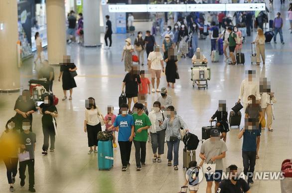 Du khách Hàn Quốc đổ ra đảo Jeju bất chấp dịch, 34.000 khách/ngày - Ảnh 2.