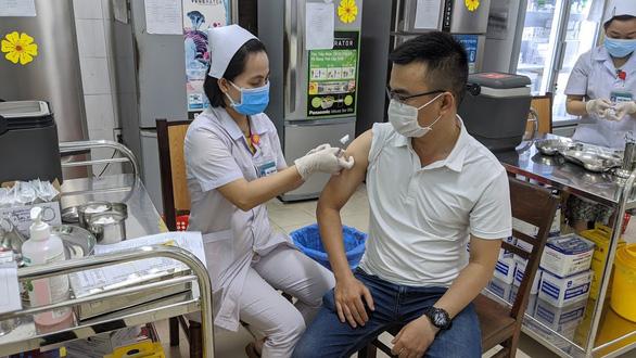 Đà Nẵng dự kiến tiêm 20.000 mũi vắc xin COVID-19 một ngày, 100-110 điểm tiêm - Ảnh 1.
