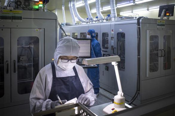Bắc Giang khát gần 45.000 lao động, tuyển cả công nhân học hết lớp 9 - Ảnh 1.