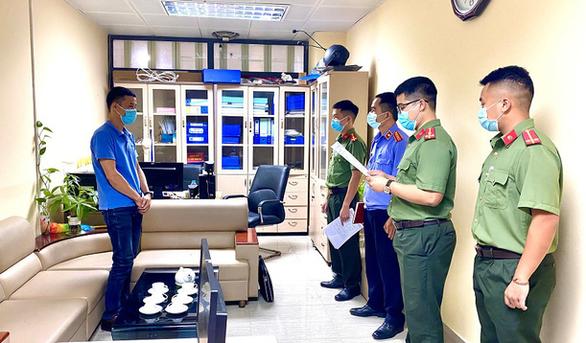 Bắt 2 cán bộ Ban kinh tế cửa khẩu Đồng Đăng làm giả giấy tờ, trục lợi - Ảnh 1.