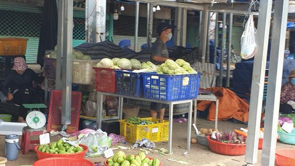 Tổ chức điểm tập kết, trung chuyển hàng hóa tại chợ đầu mối Hóc Môn - Ảnh 1.