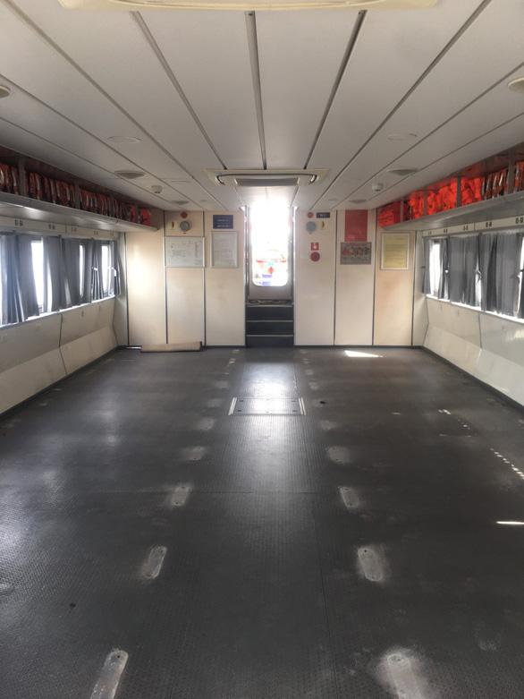 Tháo ghế tàu cao tốc để chở rau củ quả từ miền Tây lên TP.HCM - Ảnh 1.