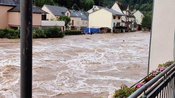 Gần 130 người thiệt mạng vì mưa lũ ở châu Âu - Ảnh 1.
