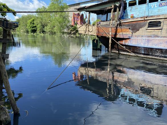 Nhiều dòng kênh tại trung tâm TP Sóc Trăng bị ô nhiễm - Ảnh 1.