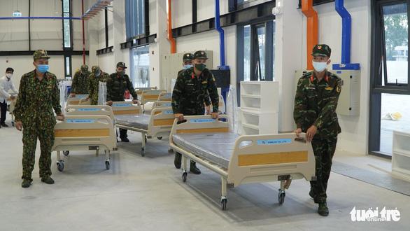 Bình Dương thêm bệnh viện dã chiến 1.500 giường, siết giãn cách xã hội - Ảnh 1.