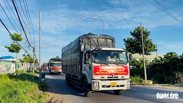 Công an An Giang tặng 110 tấn gạo cho người nghèo - Ảnh 1.
