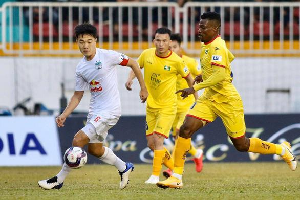 """CLB Hoàng Anh Gia Lai """"sốc"""" trước thông tin V-League 2021 có thể lùi sang tháng 2-2022 - Ảnh 1."""