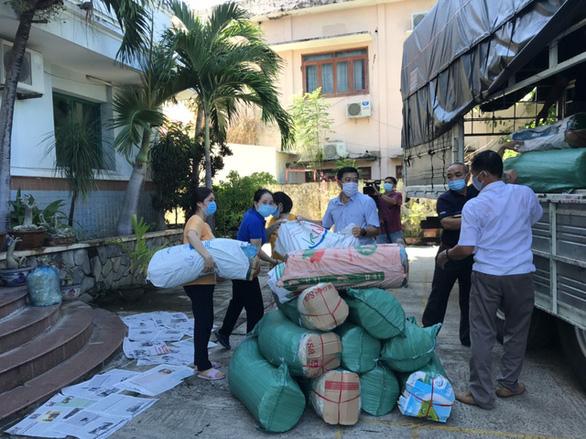 DỊCH COVID-19 NGÀY 17-7: Bình Định tổ chức Chuyến xe nghĩa tình hỗ trợ người dân TP.HCM - Ảnh 1.