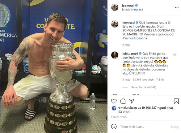 Ảnh Messi ôm cúp vô địch đạt gần 20 triệu like trên Instagram - Ảnh 1.