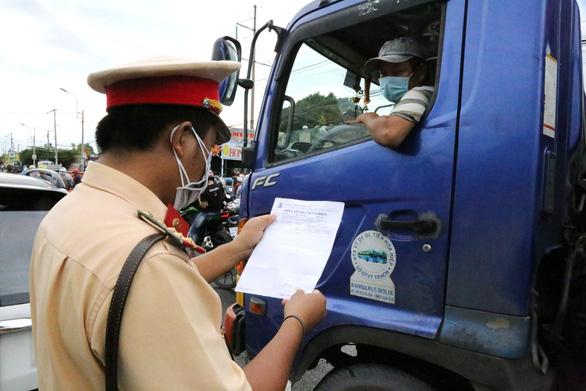Không yêu cầu tài xế chở hàng ở 19 tỉnh, thành phía Nam phải có giấy âm tính - Ảnh 2.