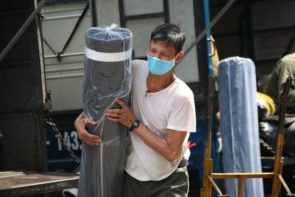Lao động tự do ở Hà Nội bị ảnh hưởng COVID-19 được hỗ trợ 1,5 triệu đồng - Ảnh 1.