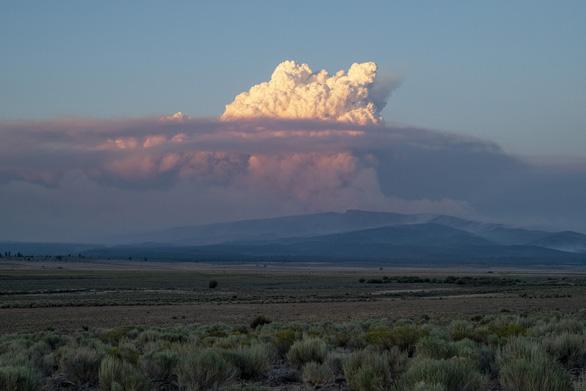 Cháy rừng lan rộng tại Mỹ và Canada - Ảnh 1.