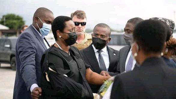 Vợ cố tổng thống Haiti về nước chịu tang chồng - Ảnh 1.
