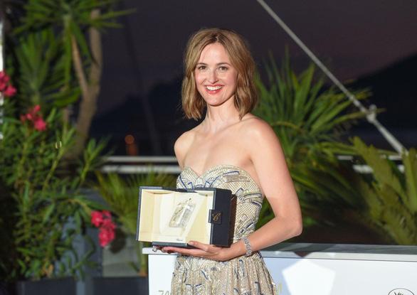 Bộ phim gây sốc nhất năm giành Cành Cọ Vàng ở Liên hoan phim Cannes 2021 - Ảnh 4.