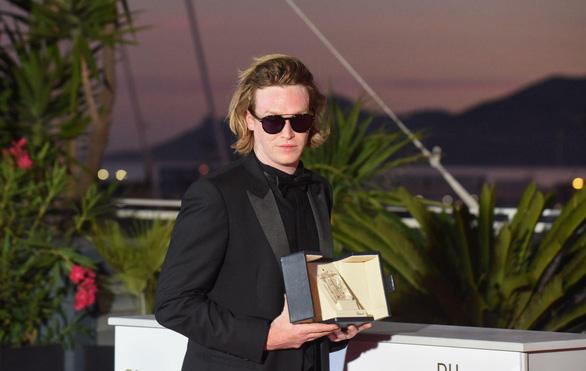 Bộ phim gây sốc nhất năm giành Cành Cọ Vàng ở Liên hoan phim Cannes 2021 - Ảnh 5.