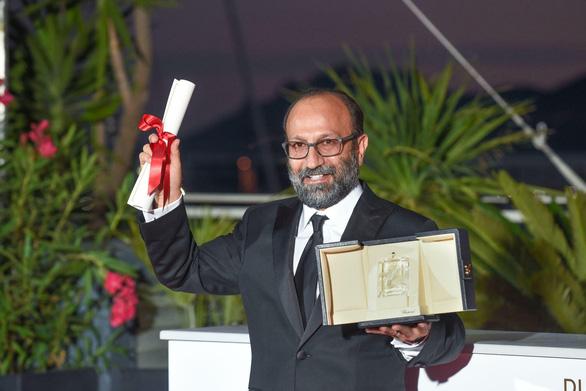 Bộ phim gây sốc nhất năm giành Cành Cọ Vàng ở Liên hoan phim Cannes 2021 - Ảnh 6.