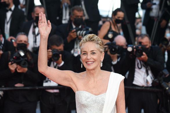 Bộ phim gây sốc nhất năm giành Cành Cọ Vàng ở Liên hoan phim Cannes 2021 - Ảnh 7.