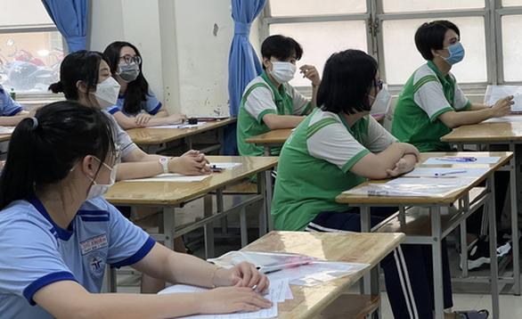 Chấm thi tốt nghiệp môn văn ở TP.HCM: Đã có bài thi 9,5 điểm - Ảnh 1.