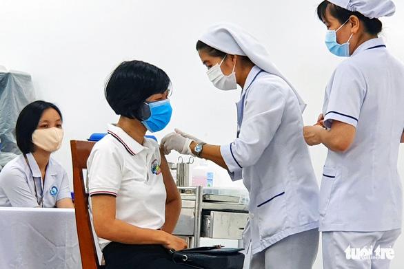 Đồng Nai khẩn thiết đề nghị Bộ Y tế cấp thêm vắc xin COVID-19 để tiêm cho người lao động - Ảnh 1.
