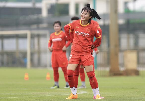 Đội tuyển nữ Việt Nam hứng khởi trong ngày đầu tập luyện - Ảnh 1.