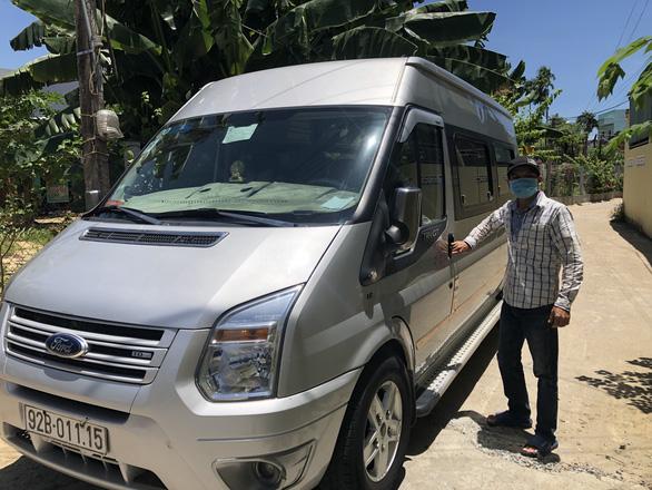 Xe cộ Quảng Nam đợi lệnh sẵn sàng vào TP.HCM đón bà con về quê - Ảnh 2.