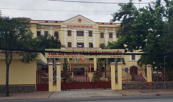 Nữ thư ký tòa mắc COVID-19, phong tỏa tạm thời tòa án quận Ninh Kiều - Ảnh 1.