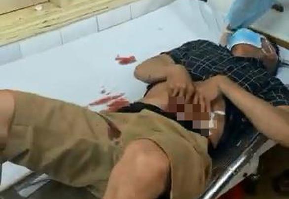 Điều tra vụ thuyền viên tàu cá đâm trọng thương 5 người ở cảng Quy Nhơn - Ảnh 1.