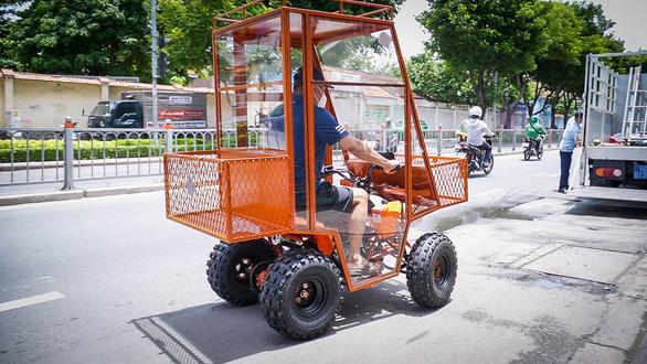Chế tạo xe chống dịch mang thực phẩm đến với người dân phong tỏa - Ảnh 5.