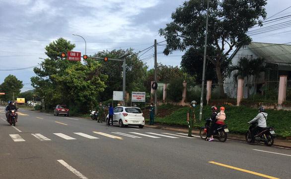Nhiều doanh nghiệp Bà Rịa - Vũng Tàu đóng cửa vì quy định không đi xe hai bánh - Ảnh 1.