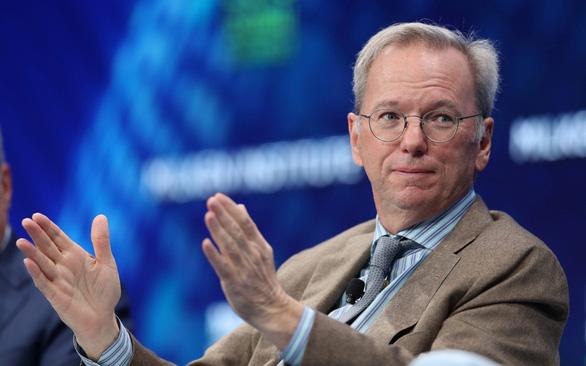 Cựu CEO Google: Phát triển trí tuệ nhân tạo của Trung Quốc gần kịp Mỹ - Ảnh 1.