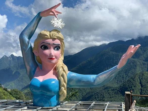 Nữ hoàng băng giá Elsa ở Sa Pa bị ném đá, chủ điểm kinh doanh nghi bị chơi xấu - Ảnh 1.