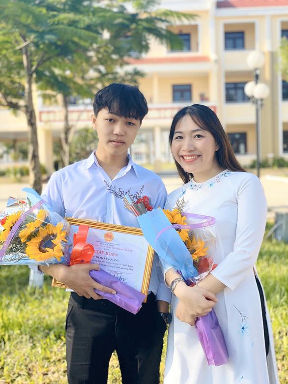 Một học trò nghèo ở xứ Quảng đạt điểm 10 môn văn - Ảnh 1.