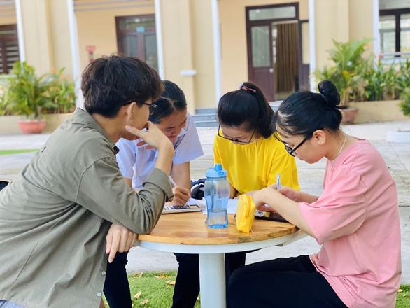Một học trò nghèo ở xứ Quảng đạt điểm 10 môn văn - Ảnh 3.