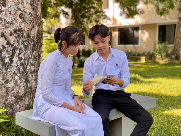 Một học trò nghèo ở xứ Quảng đạt điểm 10 môn văn - Ảnh 2.