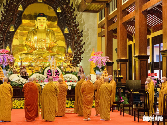 Giáo hội Phật giáo Việt Nam kêu gọi tăng ni, phật tử cấm túc - Ảnh 1.