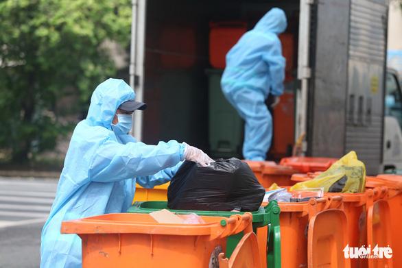 49 tấn rác thải COVID-19 ở TP.HCM mỗi ngày giải quyết ra sao? - Ảnh 1.