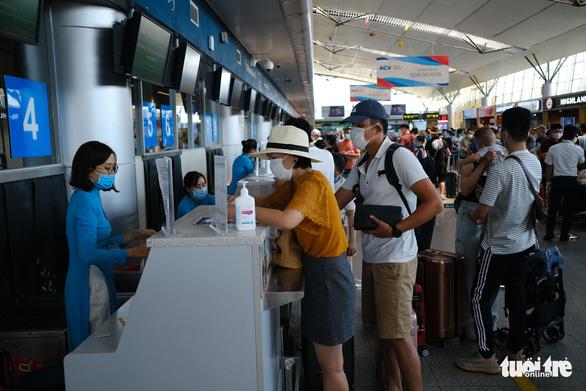 Đà Nẵng đón người dân từ TP.HCM về miễn phí bằng máy bay - Ảnh 1.