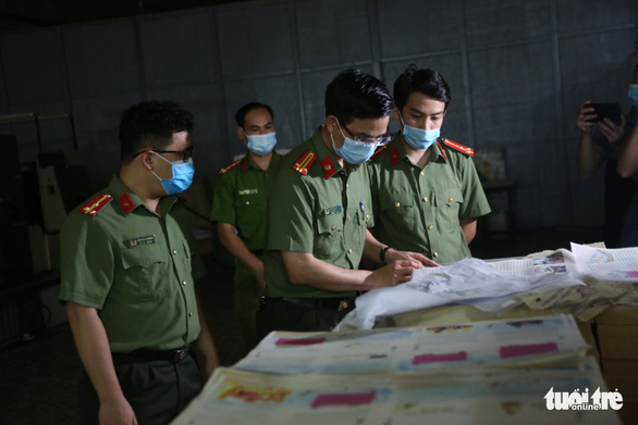 Hà Nội phát hiện 2 cơ sở nghi in lậu hơn 50.000 cuốn sách - Ảnh 1.