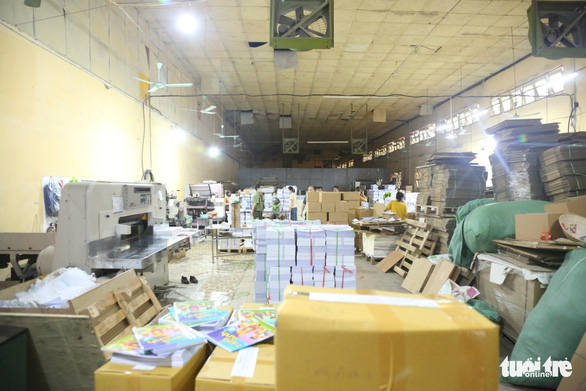 Hà Nội phát hiện 2 cơ sở nghi in lậu hơn 50.000 cuốn sách - Ảnh 2.