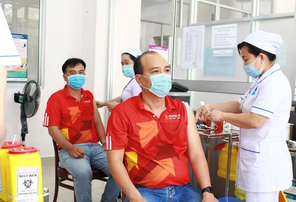 Chuẩn bị gì trước và sau khi tiêm vắc xin ngừa COVID-19? - Ảnh 1.