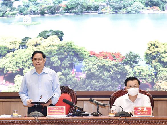 Thủ tướng: 'Hà Nội phải ưu tiên số 1 cho phòng chống dịch, tính mạng người dân là trên hết' - Ảnh 1.