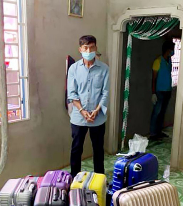 Khởi tố người đàn ông đưa 11 người xuất cảnh trái phép sang Campuchia - Ảnh 1.