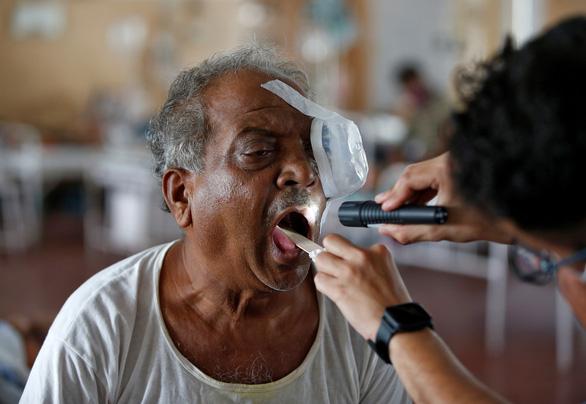 Ấn Độ: Khỏi COVID-19, bệnh nhân tái nhập viện do biến chứng nhiễm virus cytomegalo - Ảnh 1.