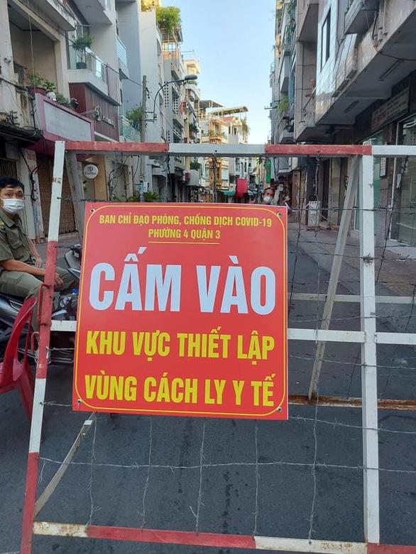 Phong tỏa đường Vườn Chuối và đường Nguyễn Thượng Hiền vì có 37 ca COVID-19 - Ảnh 1.