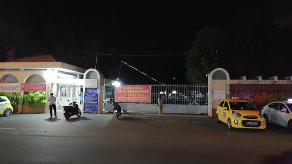 Bệnh viện Đa khoa Long An tiếp tục tạm dừng, thông báo tìm người - Ảnh 1.