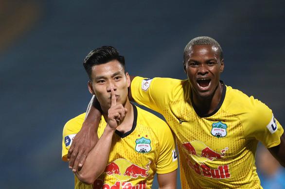 Đồng ý tổ chức V-League 2021 thi đấu tập trung, không có khán giả ở giai đoạn 2 - Ảnh 1.