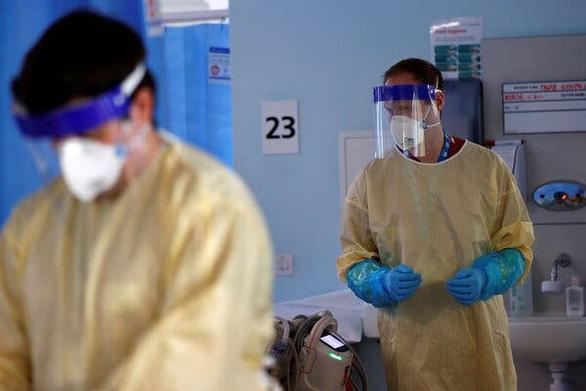 Anh: Ca nhiễm biến thể Delta tăng nhưng số người nhập viện tăng rất ít - Ảnh 1.