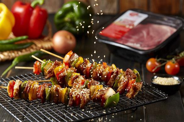 VinMart+ tăng gấp đôi nguồn cung thịt heo sạch MEATDeli phục vụ người tiêu dùng TP.HCM - Ảnh 3.